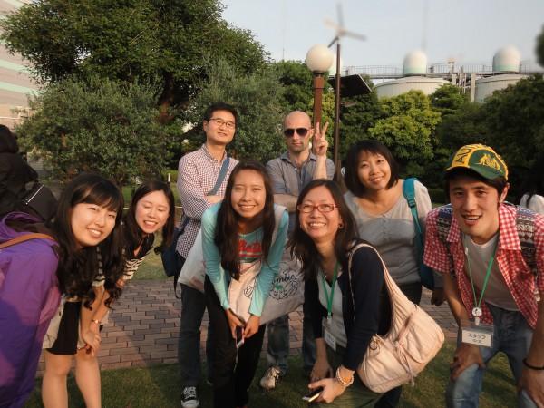 8_◆_039_外国人参加者とボランティアスタッフら